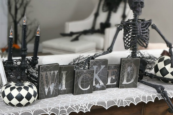 wicked-scene-halloween-skeleton-600x400